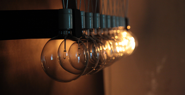 Light Bulbs Are the Best and Worst Balls For a Newton's Cradle